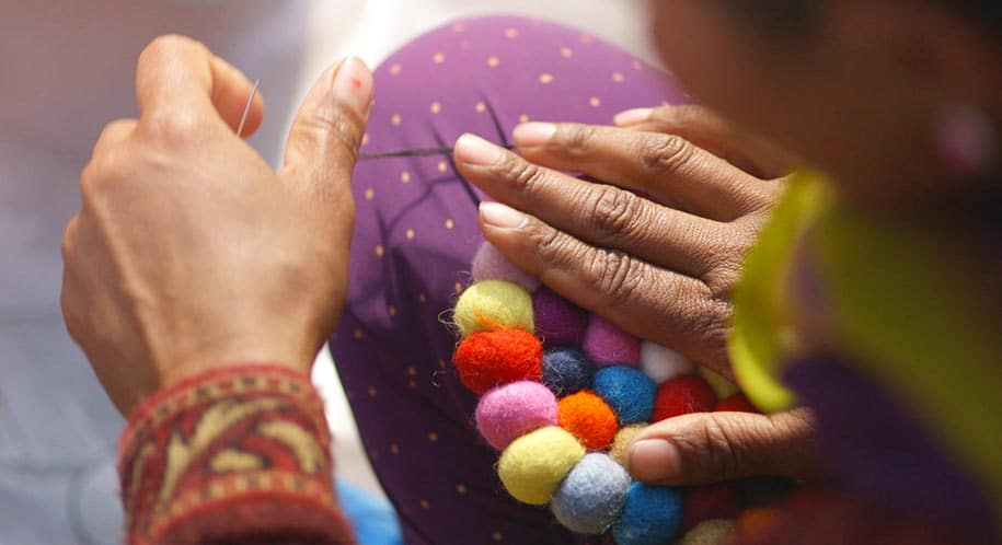 making-felt-ball-rug-nepal-sukhi_1